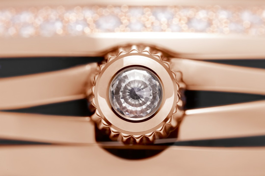 Ladymatic crown set with a diamond