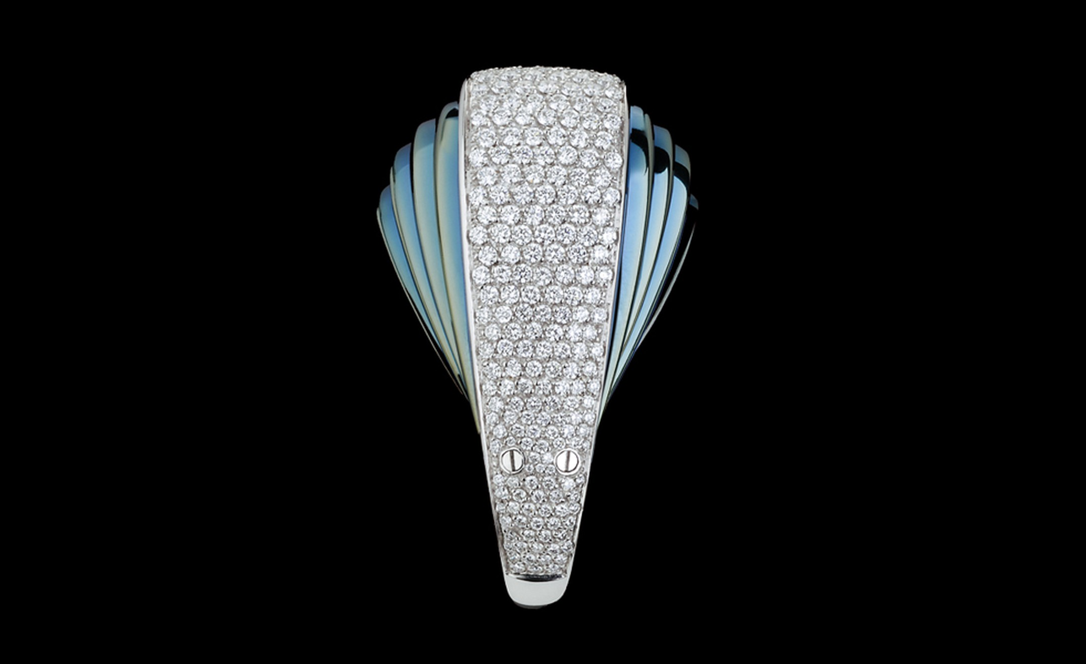 Mattia Cielo Armadillo in blued gold and white gold set with diamonds in closed position