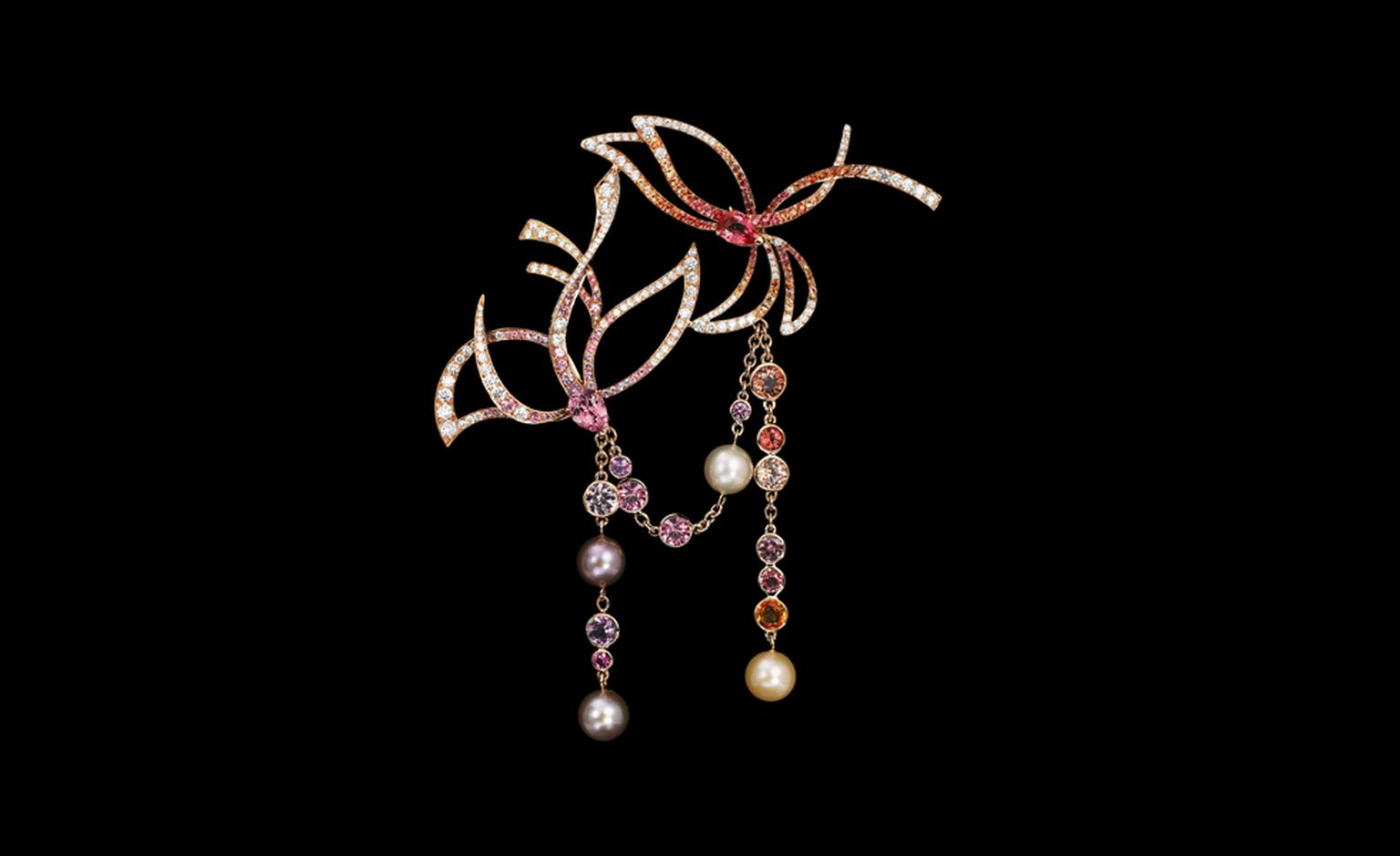 Lorenz Bäumer, Broche Oisaux perles with saphires, amethyst, pearls, white diamonds and set in pink gold. €37,250