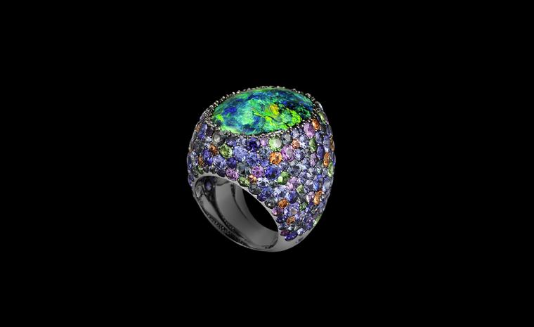 Lorenz Bäumer, Cardinal ring, black opal and saphires in white gold. €32,250
