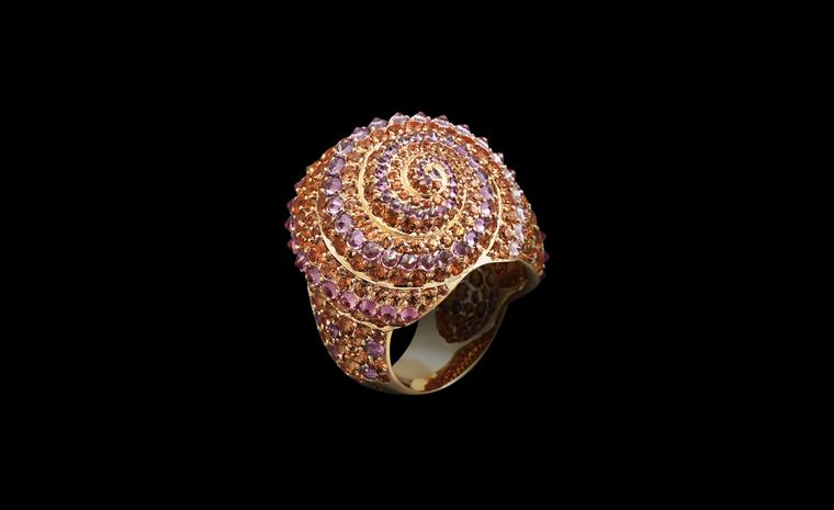 Lorenz Bäumer, Coquillage ring with saphires in pink gold. €9,850
