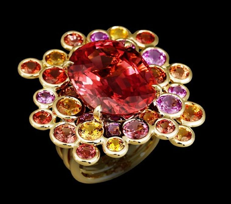 Lorenz Bäumer, Pastilles ring tourmaline and saphires set in yellow gold. €18,650