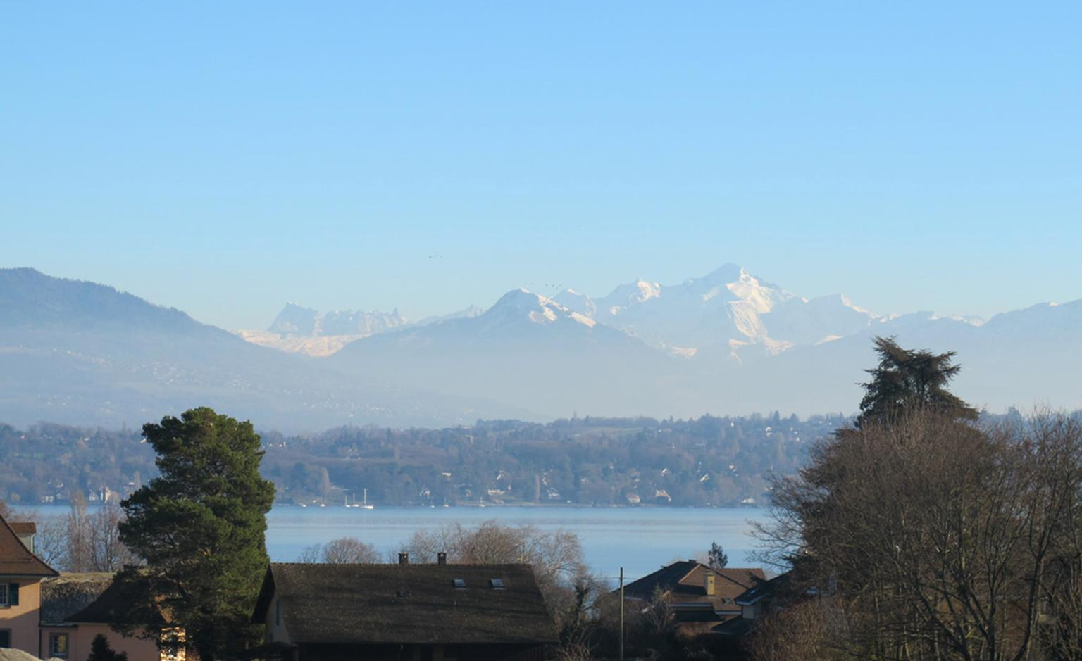 A rare site, the Mont Blanc in the winter sun beyond Geneva