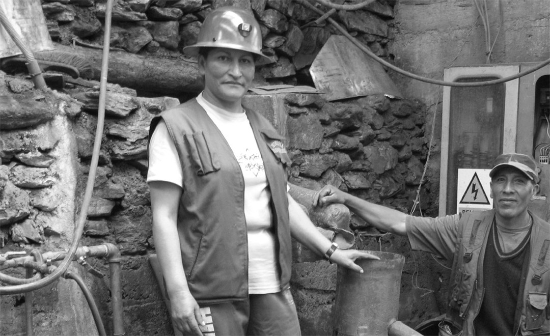 Juana Peña Endara Deputy President of the Cotapata Mining Cooperative in Bolivia at work in the manufacturing process of gold and unveiled in London the first ever ingot of Fairtrade gold.
