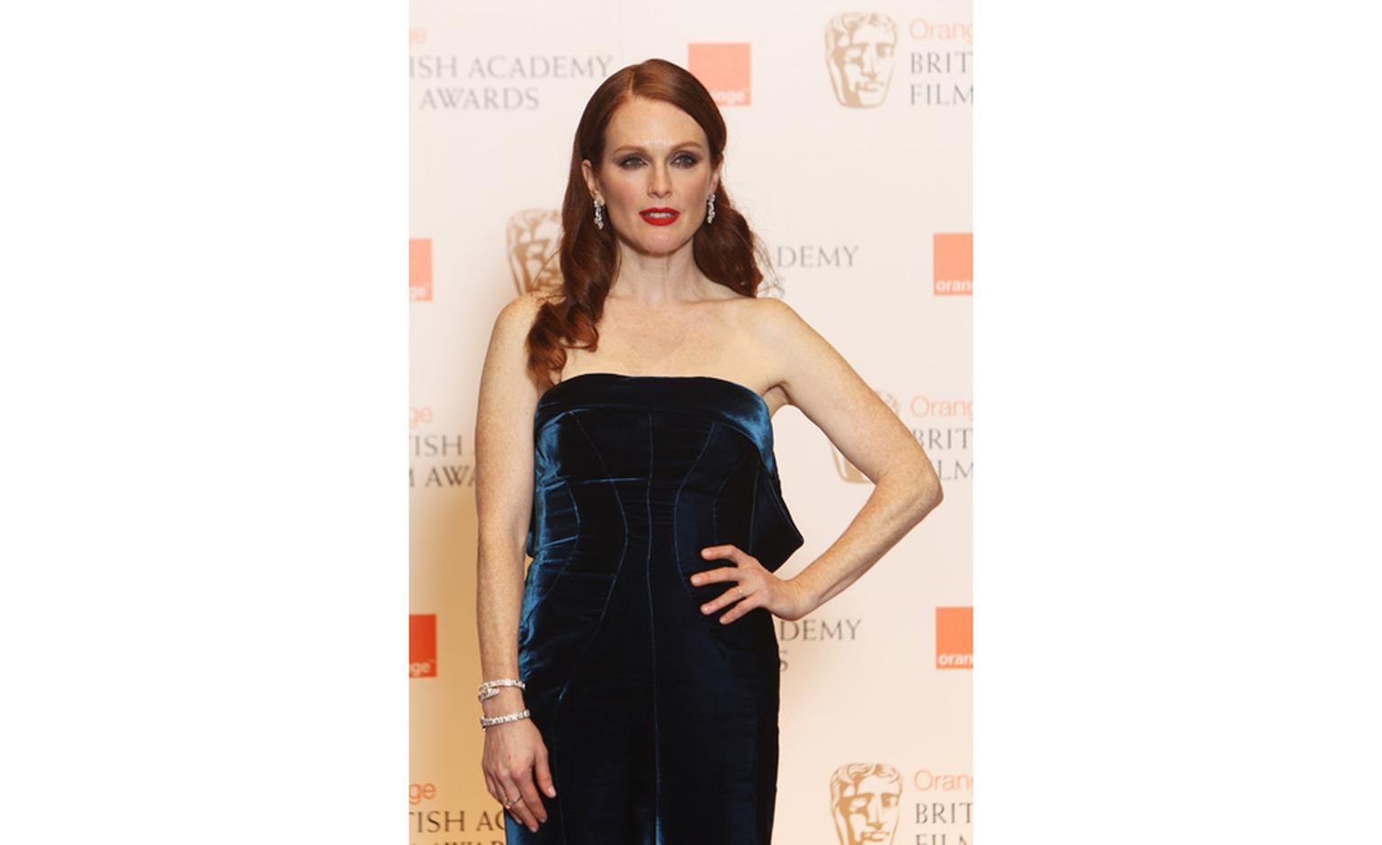 Julianne Moore at BAFTAs 2011 wearing Bulgari diamond jewels