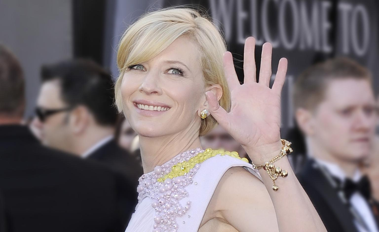 CATE BLANCHETT wears vintage Van Cleef & Arpels to the Academy Awards. The bracelet is a 1946 Tassel Diamond bracelet and the earrings are from 1981 and set with white and yellow diamonds. Photo by Kevork Djansezian, Getty Images