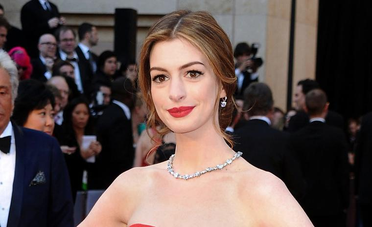 ANNE HATHAWAY who presented the Academy Awards wore the Tiffany Lucida Star necklace valued at 10 million dollars and a $285,000 Tiffany Legacy diamond ring and Tiffany Novo 10 carat diamond earrings on the red carpet.