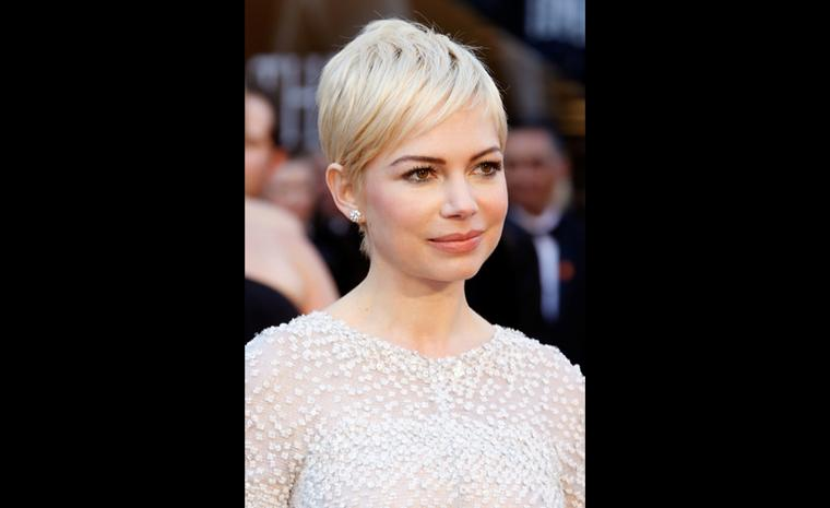 Michelle Williams, Nominee Best Actress Sunflower Collection by Harry Winston, including diamond earstuds and ring