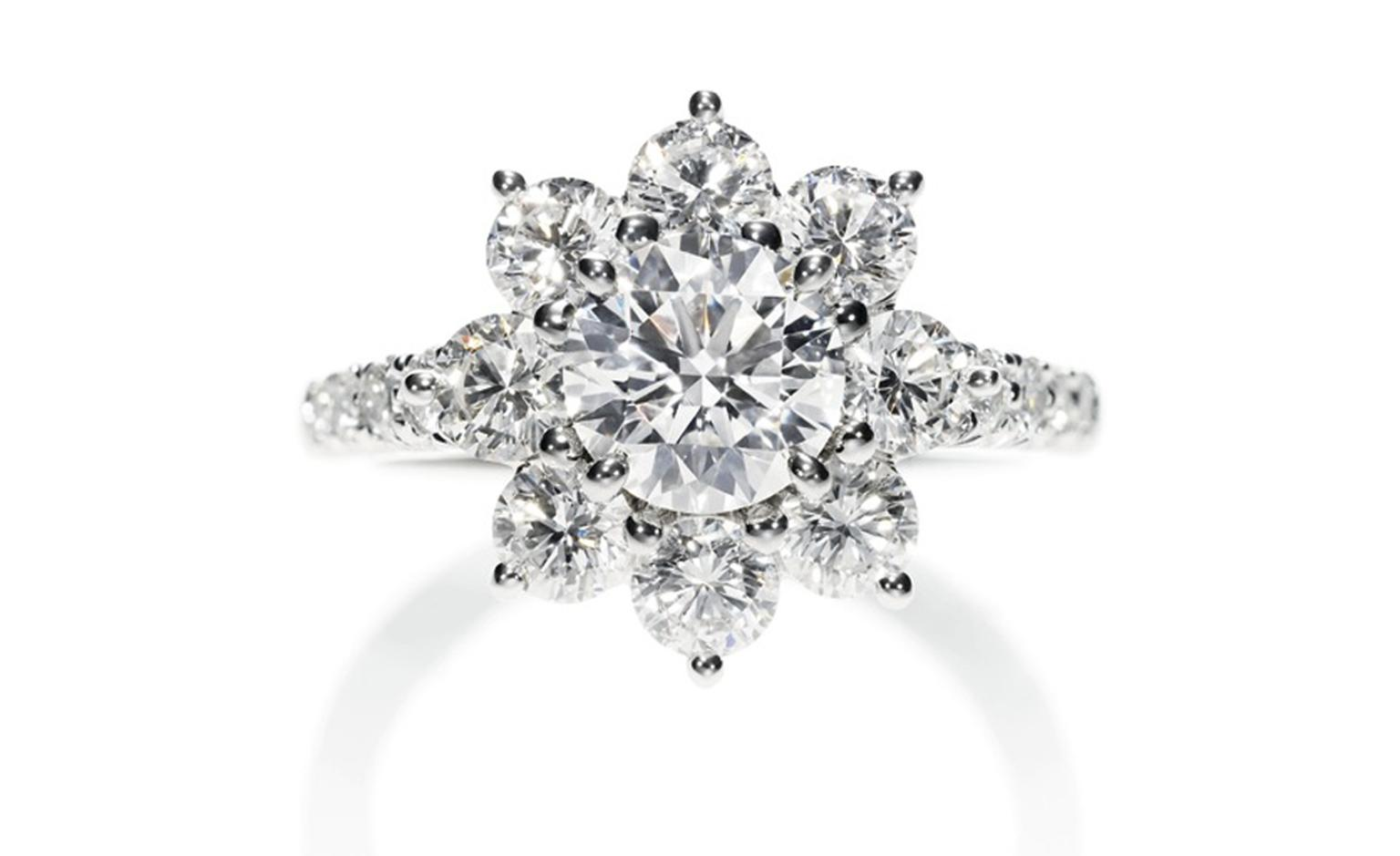 Sunflower Collection by Harry Winston, diamond ring worn by Michelle Williams