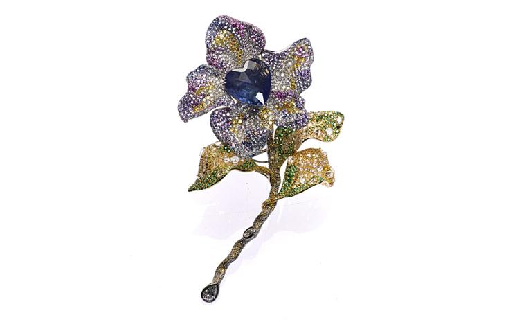 CINDY CHAO, The Art Jewel, Black Label Masterpiece Tipsy Brooch with heart shaped natural sapphire (46.89cts), highlighted by colorless, yellow and brown diamonds; pink and purple sapphires, tsavorite and rhodolite, set in 18kt yellow gold. From...