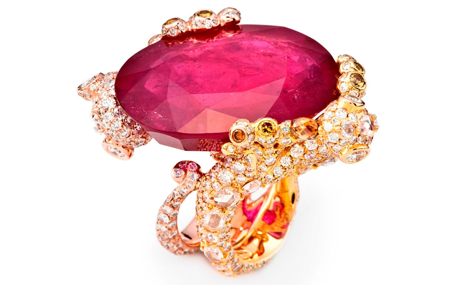 CINDY CHAO, The Art Jewel, White Label Collection Gecko Ring. Oval cut ruby (61.26cts) highlighted by colorless and yellow diamonds set in 18kt gold. From ?41,000