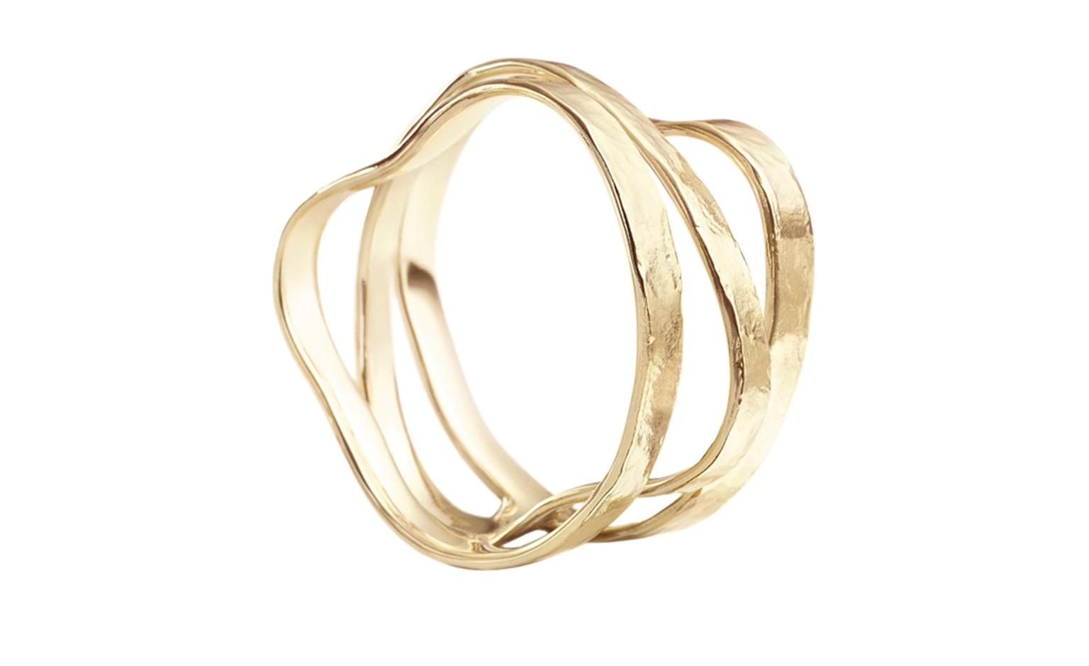 CURVES Ring in yellow gold.