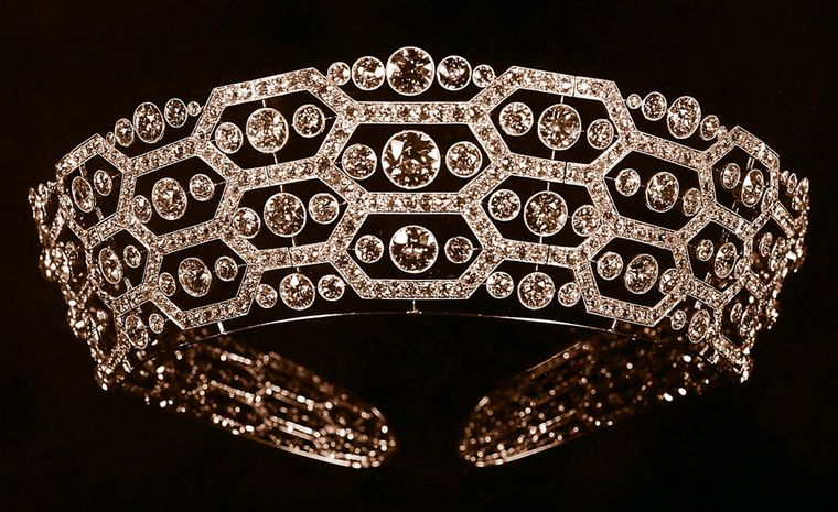 Boucheron reminds us of its ties to British aristocracy. This 1901 tiara by Boucheron was given to the Queen Mother  by Lady Greville.