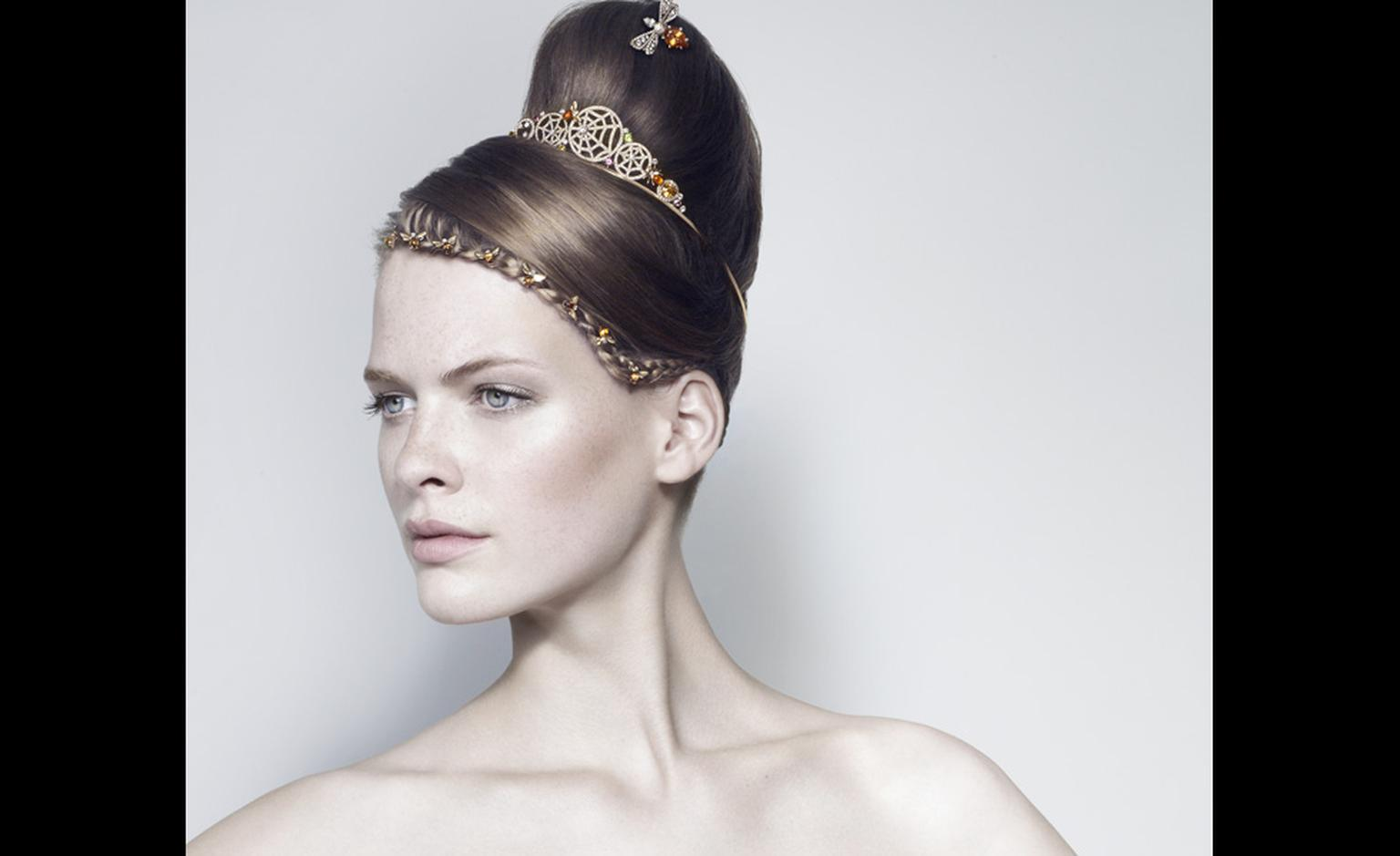 Chaumet's Attrape-Moi tiara features honey-hued bees