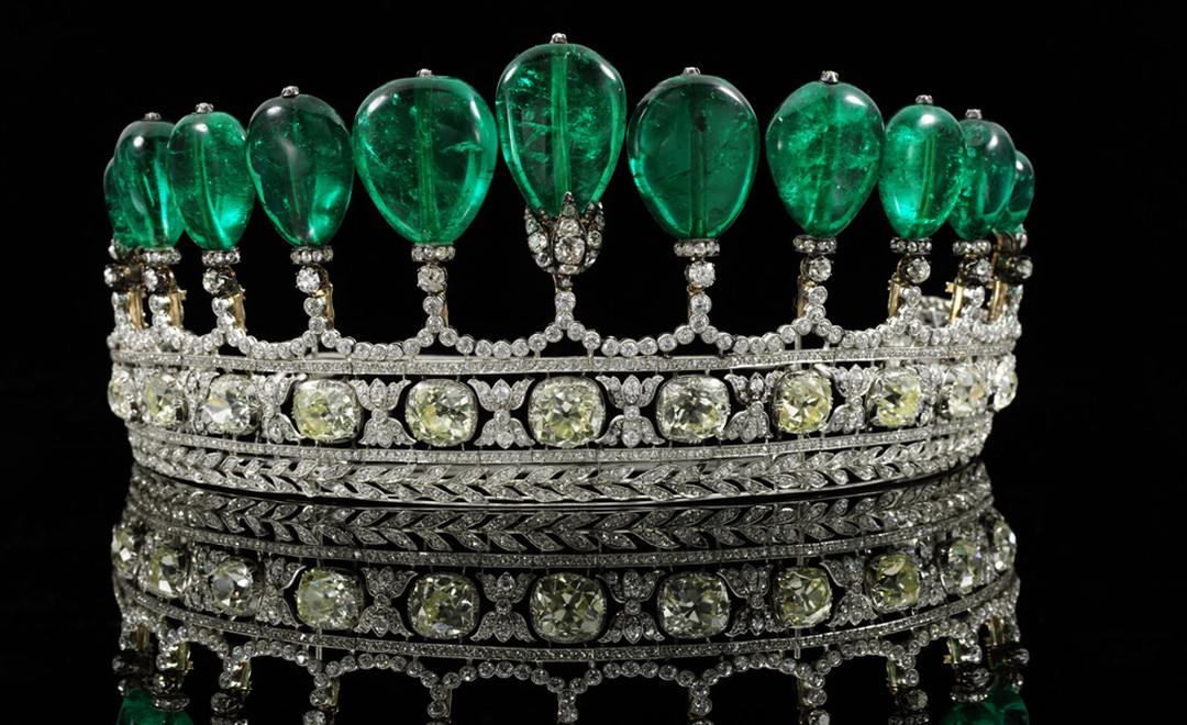 Emerald tiara circa 1900 coming up for sale at Sotheby's Geneva May 17 Auction, from the collection of Princess Katharina Henckel von Donnersmarck and probably the work of Chaumet.