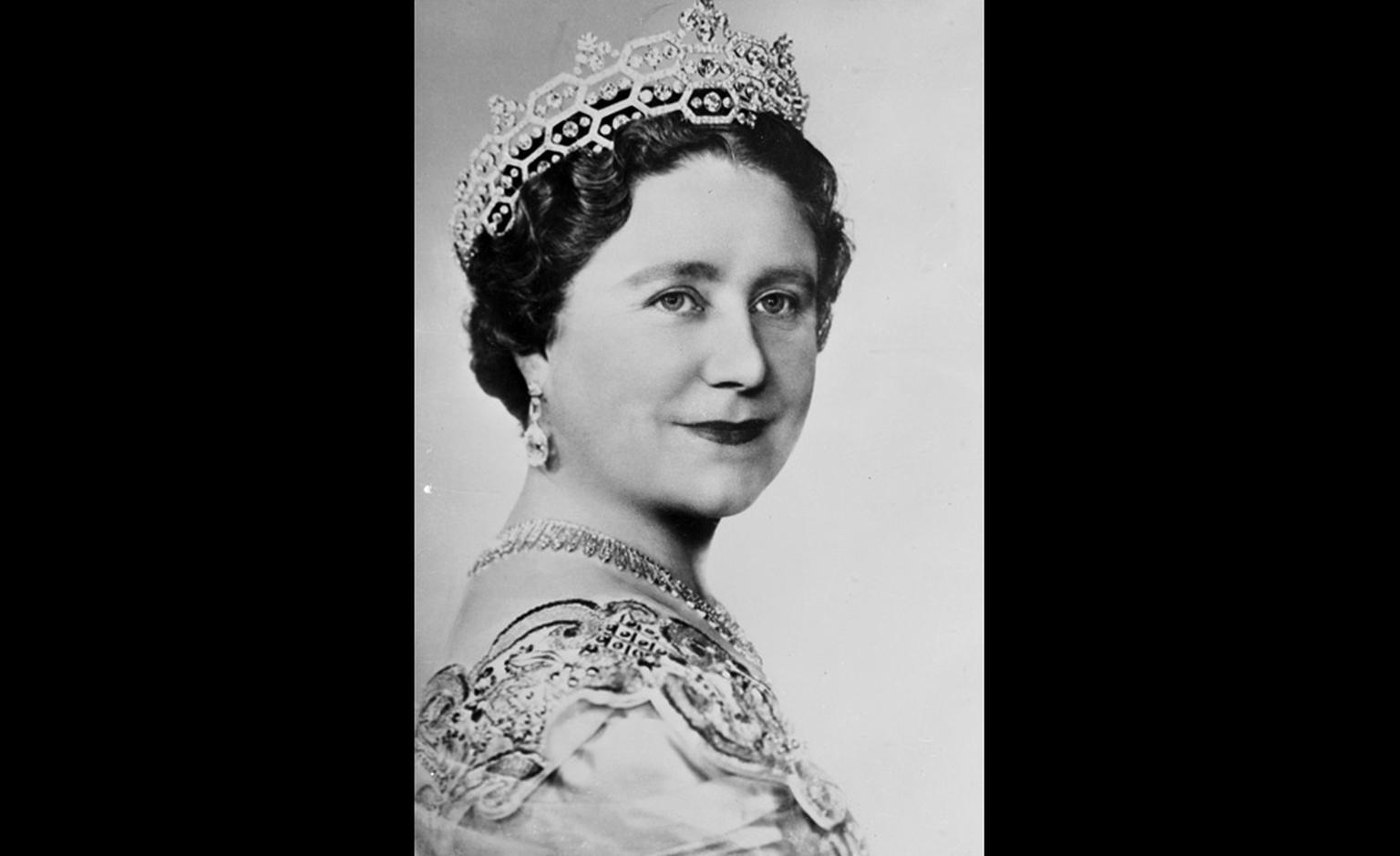 Queen Elizabeth, the Queen Mother wearing her Boucheron 'honeycomb' tiara that was given to her by Lady Greville in 1942 and subsequently adapted. Copyright Corbis