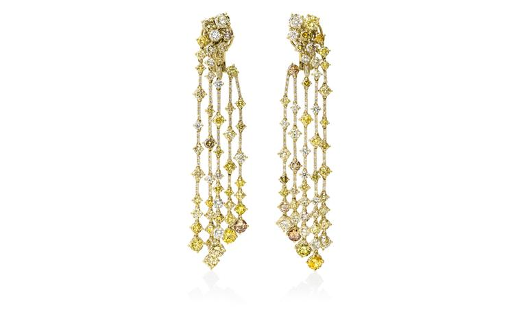 DE BEERS, Arpeggia Collection, five-line earrings in yellow gold and diamonds. POA