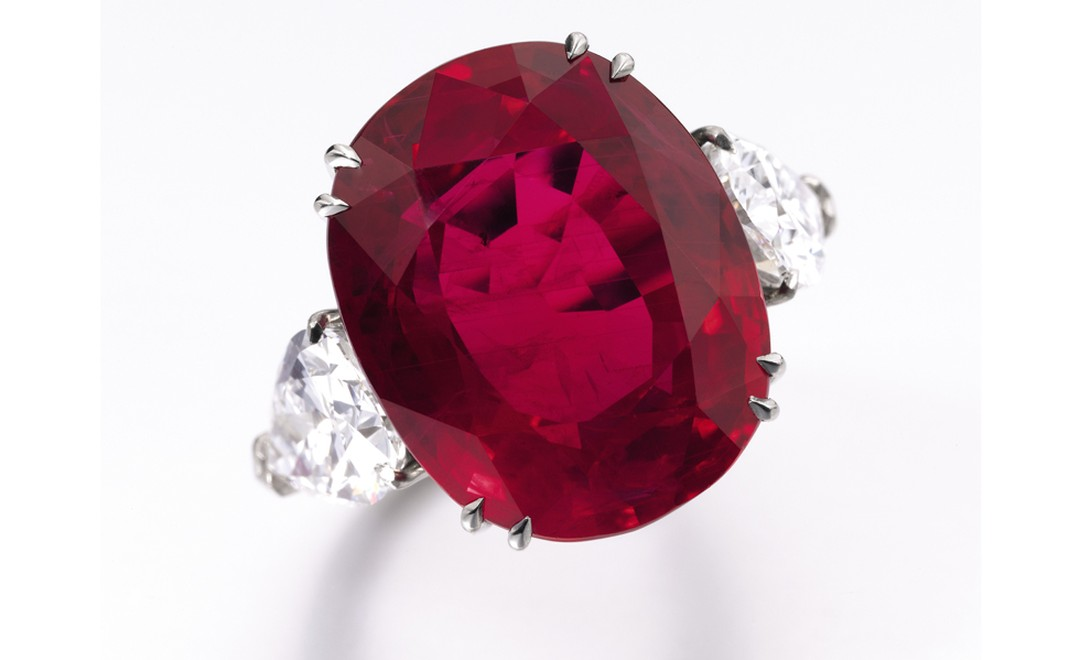 Lot 484. Spectacular ruby and diamond ring. Estimate CHF 1,850,000 - CHF 3,650,000. SOLD FOR CHF 3,778,500