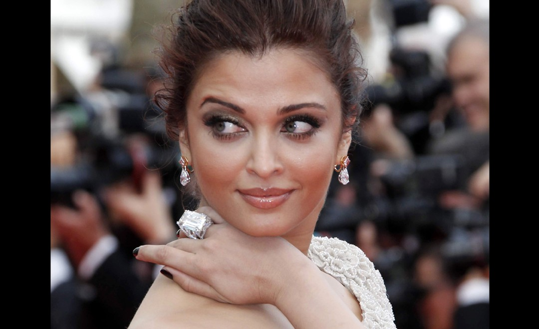 Aishwarya Rai knows how to wear a 53 carat diamond ring with style and poses for the cameras on the red carpet at the Cannes Film Festival 2011. The ring and earrings are both by Chopard.