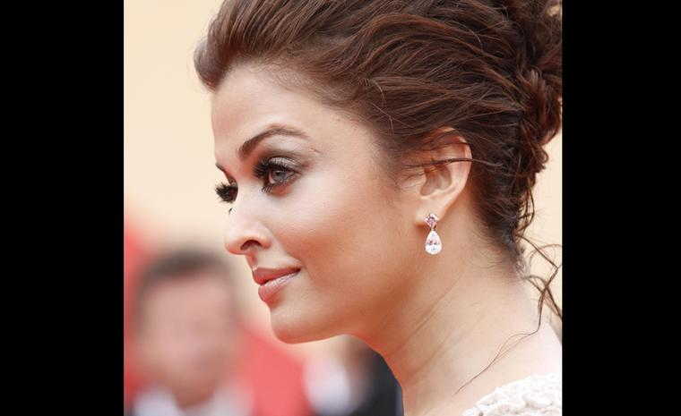 Aishwarya Rai with Chopard 12 carat white and pink diamond earrings.