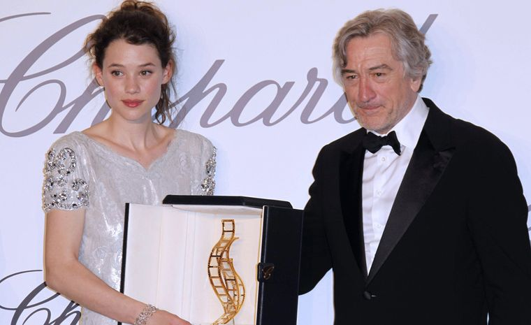 Robert de Niro, patron of the 10th edition of the Trophée Chopard presents Astrid Bergès-Frisbey, the French actress, with the award. She wears a Chopard white gold bracelet set with diamonds (49 cts)