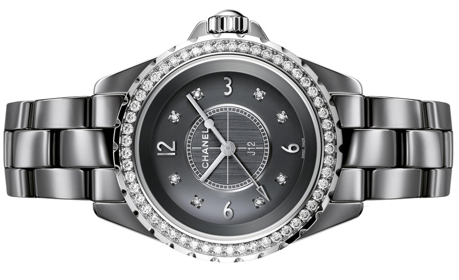 Chanel J12 Chromatic watch in titanium ceramic. 53 diamonds. Dial set with 8 diamond indicators. High-precision quartz movement. Functions: hours, minutes, seconds. Water-resistance : 50 meters.