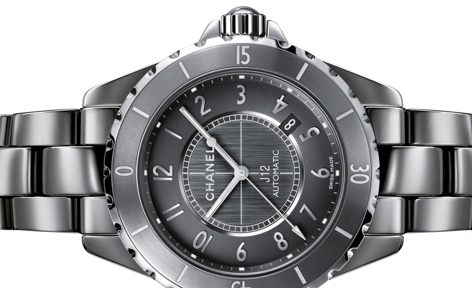 Chanel J12 Chromatic 41 mm with automatic movement and water resistant to 200 meters.