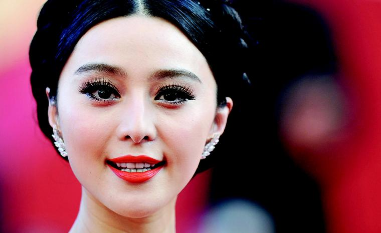 "CANNES, FRANCE - MAY 16:  Fan Bing Bing, wearing Cartier jewellery, attends ""The Tree Of Life"" premiere during the 64th Annual Cannes Film Festival at Palais des Festivals on May 16, 2011 in Cannes, France.  (Photo by Pascal Le Segretain/Getty I..."