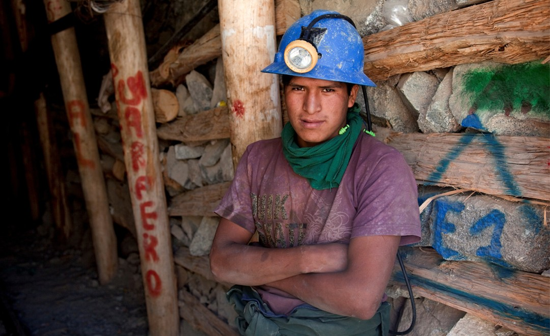 Miners at the entrance of a gold mine at Cuatro Horas in Peru. Fairtrade means better equipment and an investment in the community. Photo: Eduardo Martino