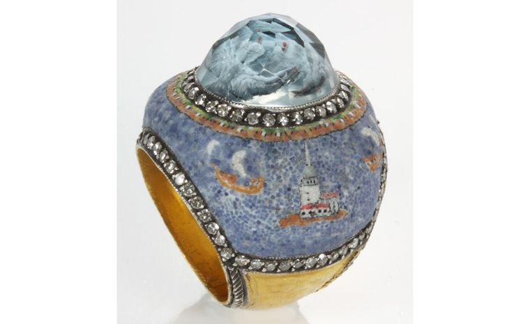 This Sevan Biçakçi ring is topped by two doves floating in a quartz dome, hovering over a maritime micromosaic scene of Istanbul.