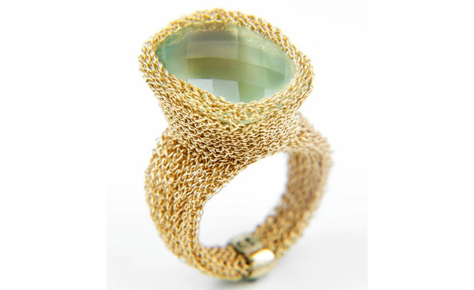 Rina Tairo 'Roman' woven gold ring with prehnite. £2,200