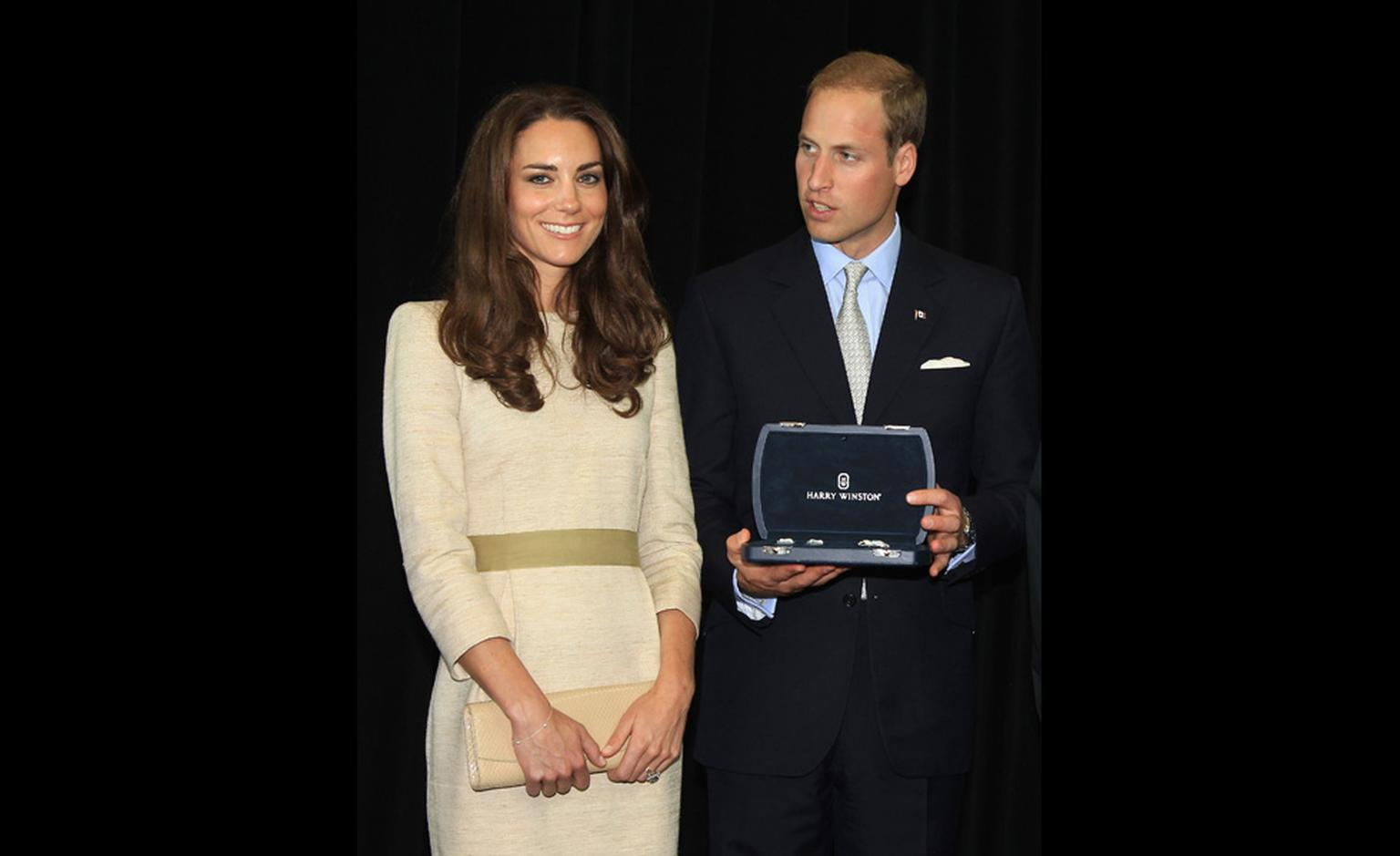 The royal couple with their gift from the Northwest Territories on 5  July 2011 during their state visit to Canada.