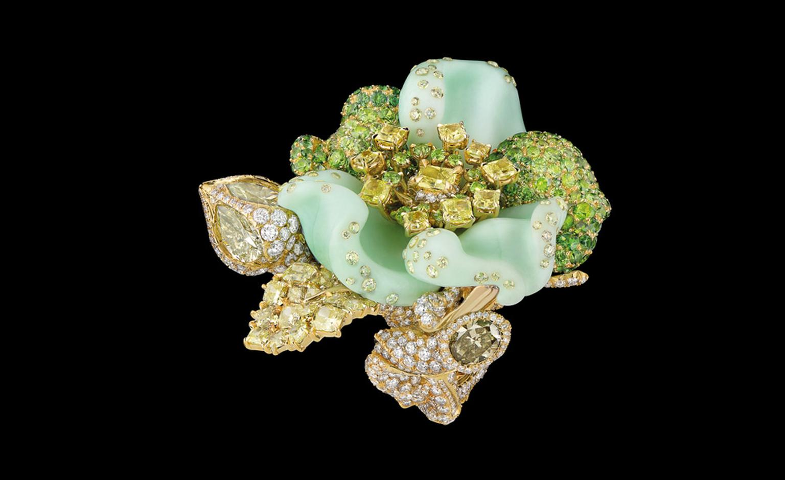 DIOR FINE JEWELLERY LE BAL DES ROSES BAL CHAMPETRE RING YELLOW GOLD, DIAMONDS, COULOURED DIAMONDS, CHRYSOPRASE, DEMANTOID GARNETS AND TSAVORITE GARNETS.