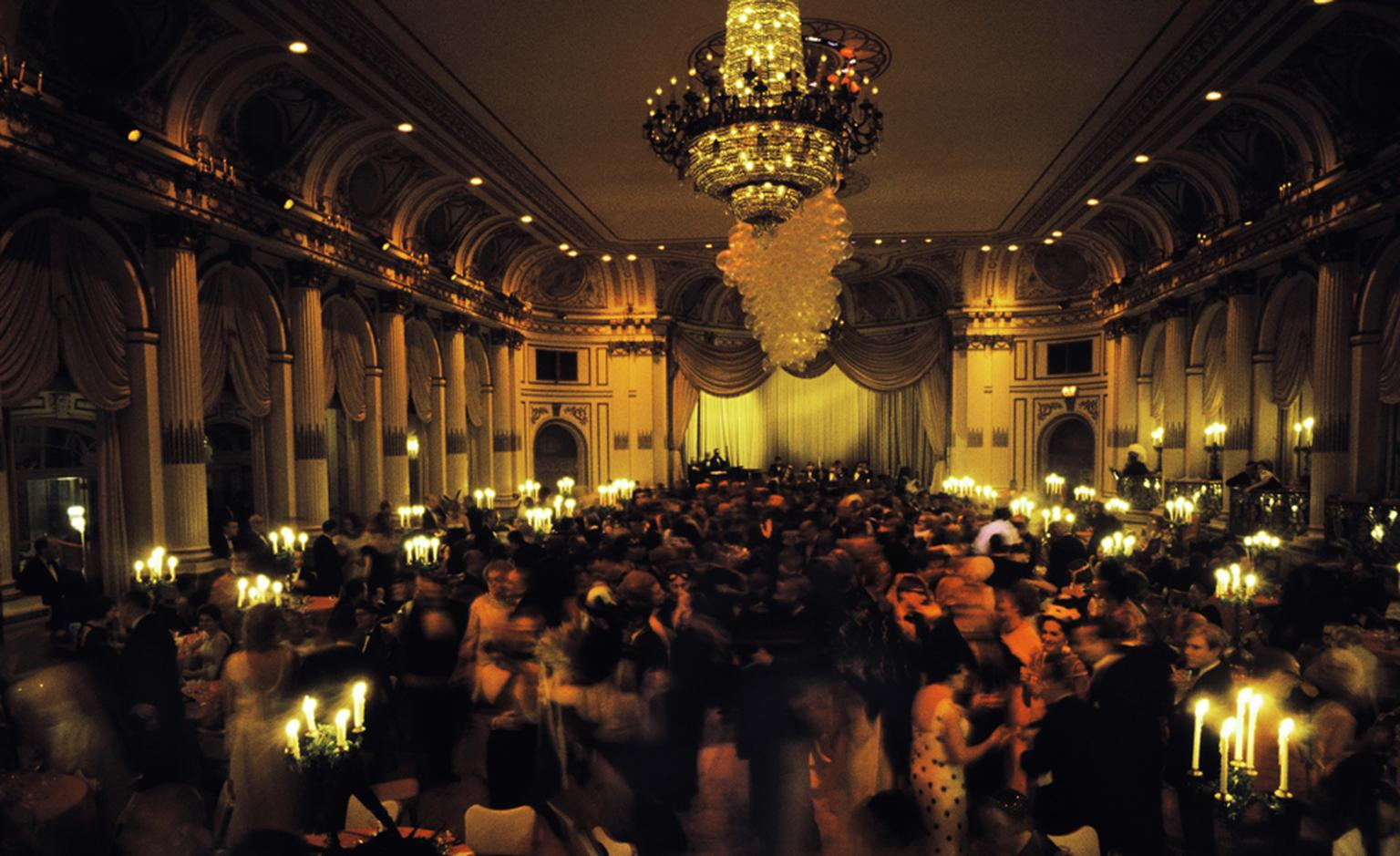 Van Cleef & Arpels, Bals de Légende, Le Bal Black and White: New York 1966, Truman Capotes at The Plaza Hotel.