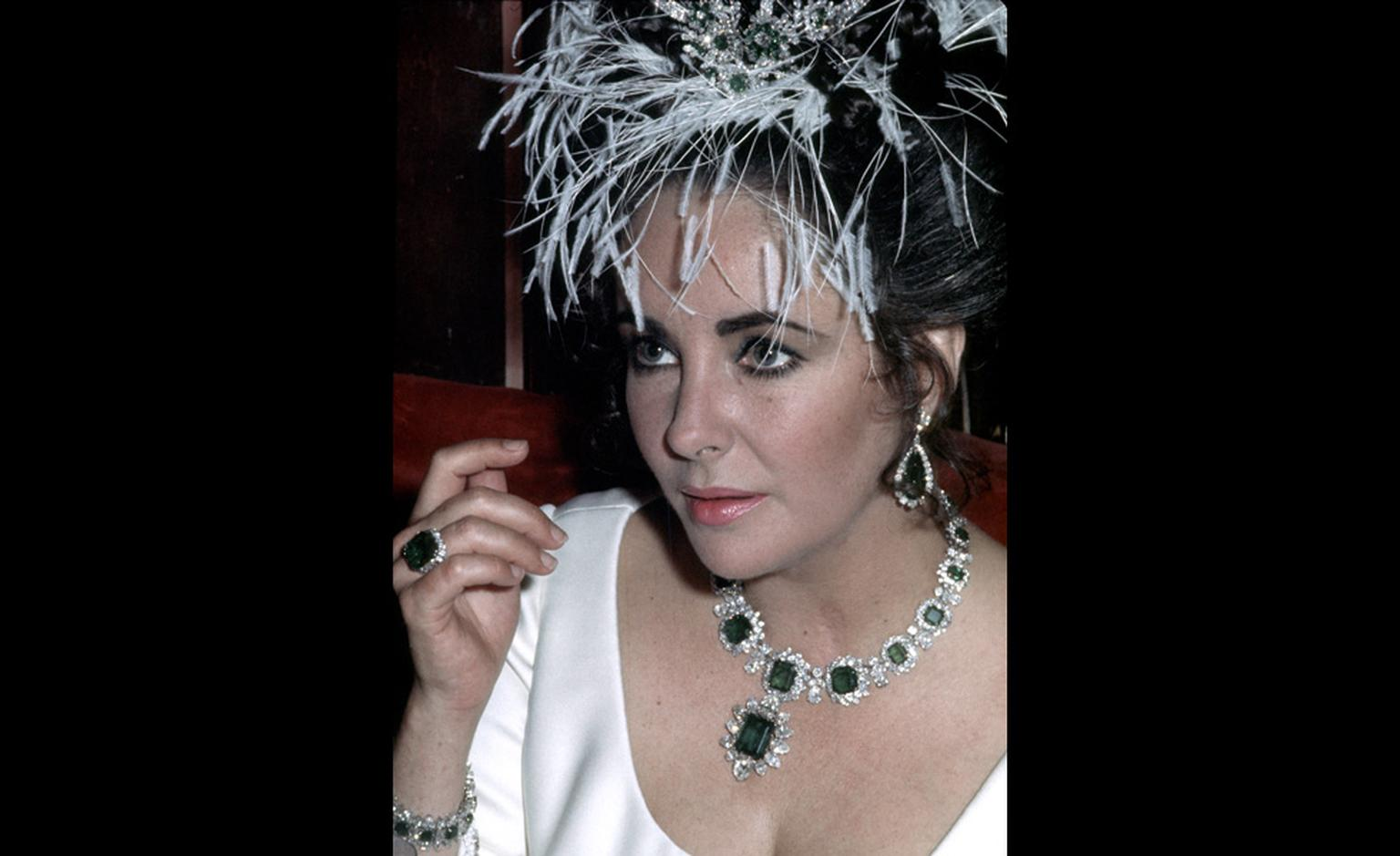 1965 – Elizabeth Taylor wearing Bulgari jewels: en tremblant brooch with diamonds and emeralds, an emeralds parure (gift of Richard Burton), credit, Getty Images.