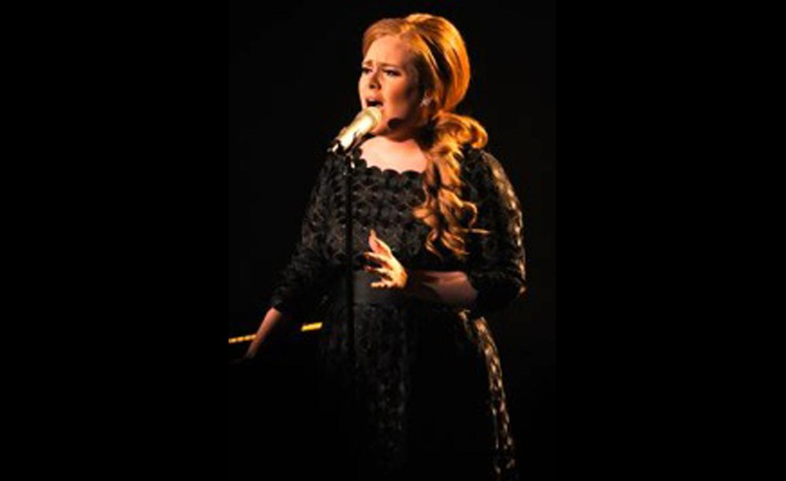 Adele performs at the MTV Video Music Awards in LA wearing Harry Winston diamond earrings.