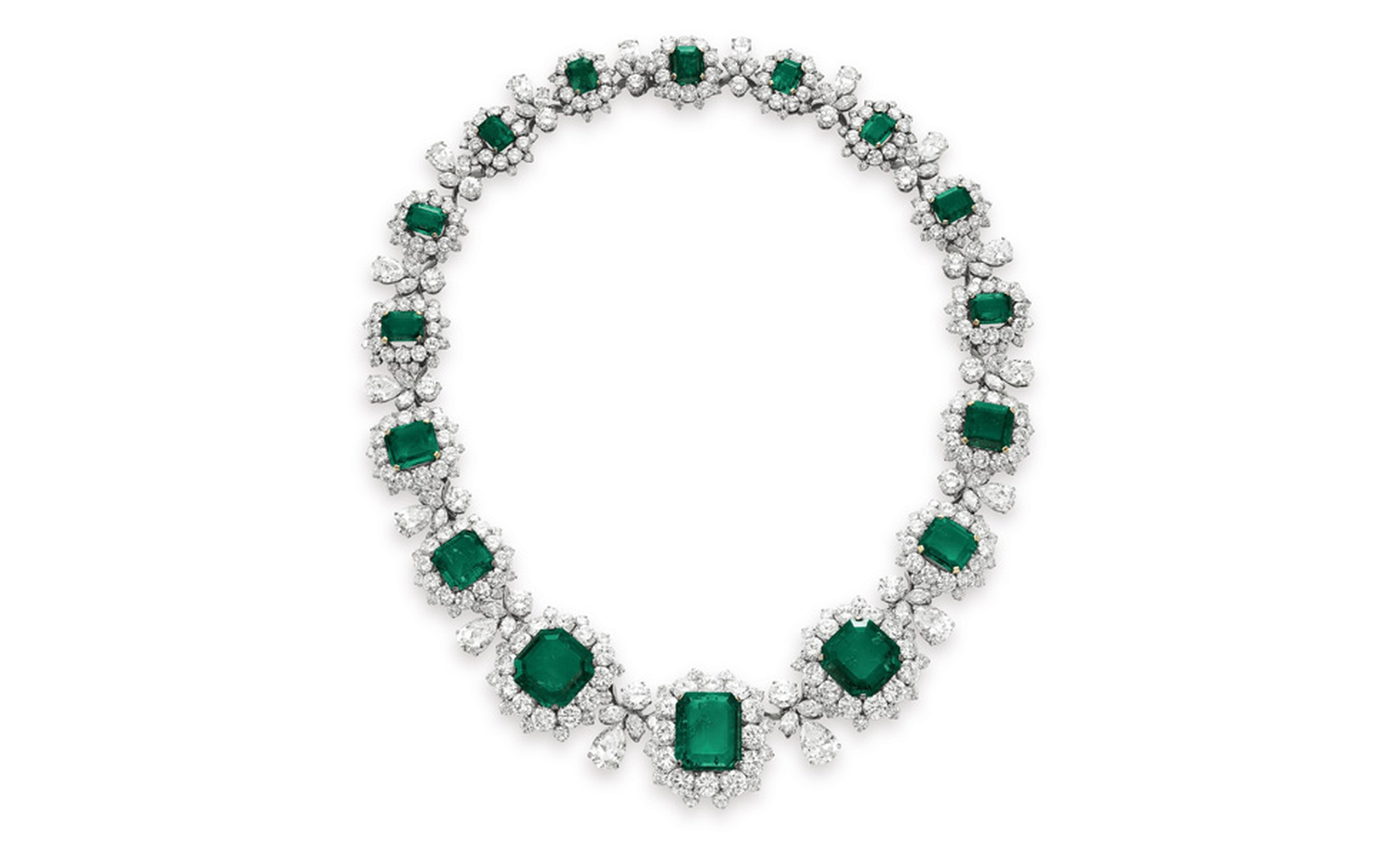 The BVLGARI Emerald Necklace, estimate: $1,000,000 – 1,500,000. The necklace can be worn with an emerald pendant.