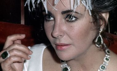 Elizabeth Taylor wearing her Bulgari emerald suite, a gift from Richard Burton, collected over the course of many repeat trips to the jeweller on the Via Condotti in Rome