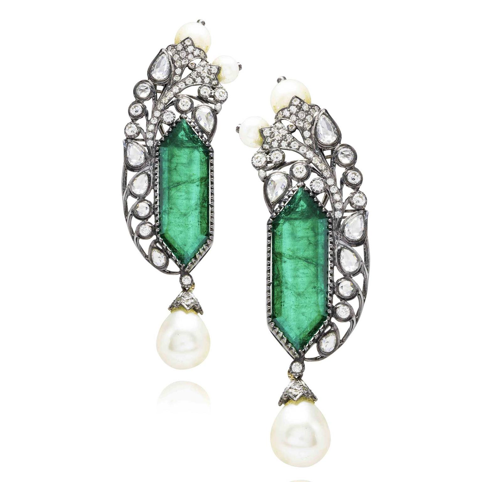 Excellent Zambian emerald and pearl earrings | Amrapali | The Jewellery Editor OB22