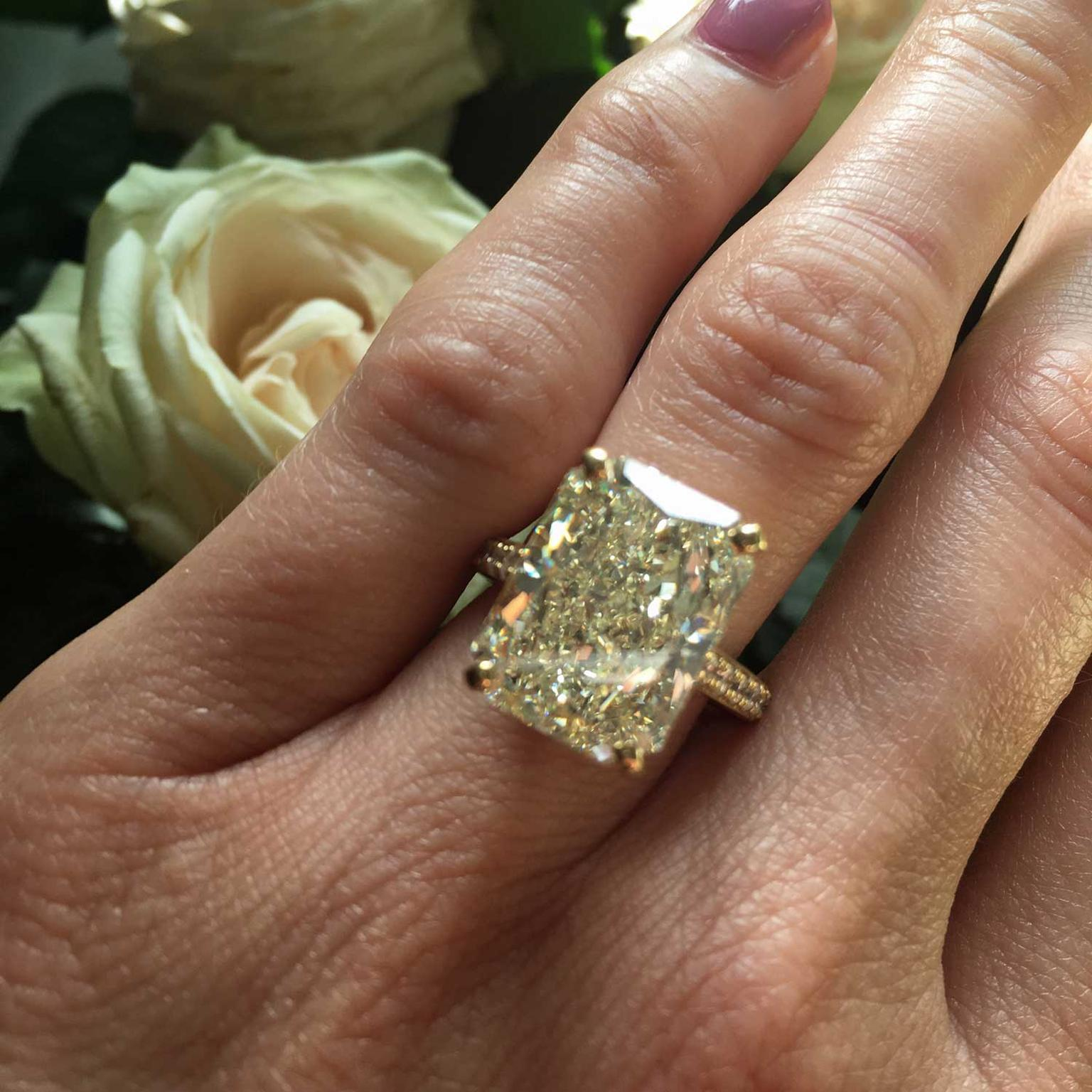 De Beers 11 77ct Radiant Cut White W Colour Vs2 Diamond Ring