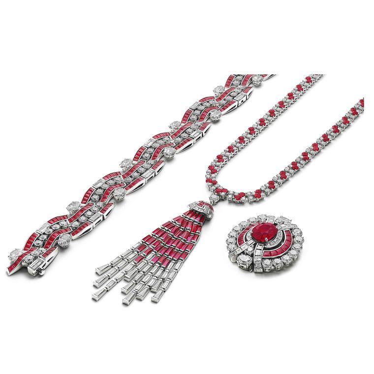 Ruby Metamorphosis necklace versatile way