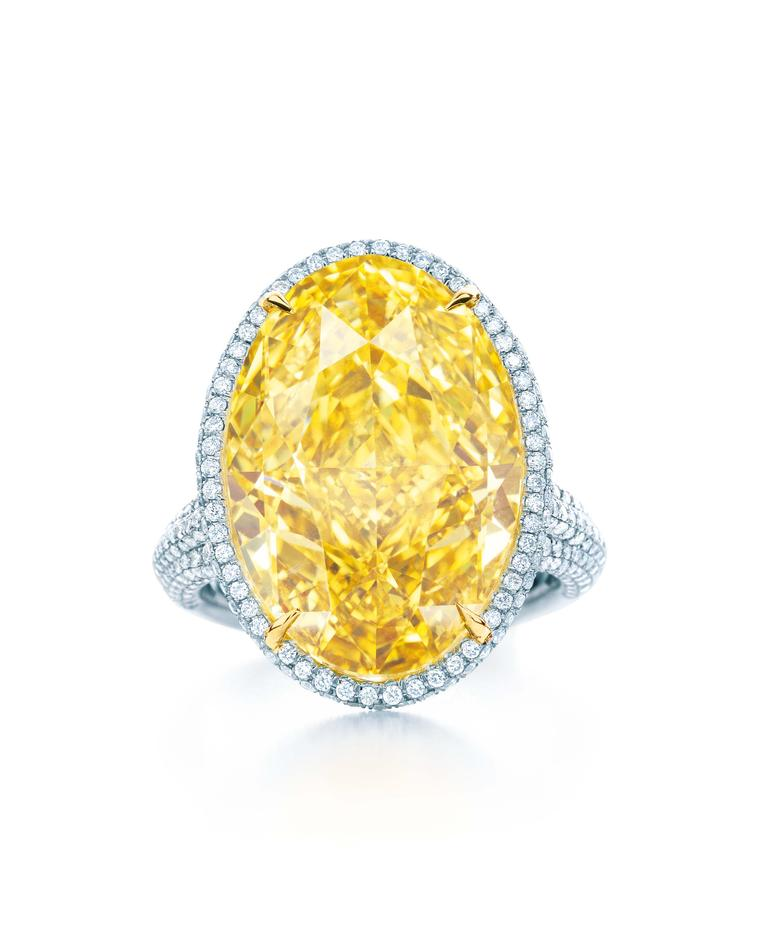 Fancy Yellow Diamonds: Pro Guide to Natural Diamond Color